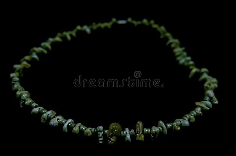 Collar antiguo de Costa Rica hecho del jade por los naturales fotos de archivo