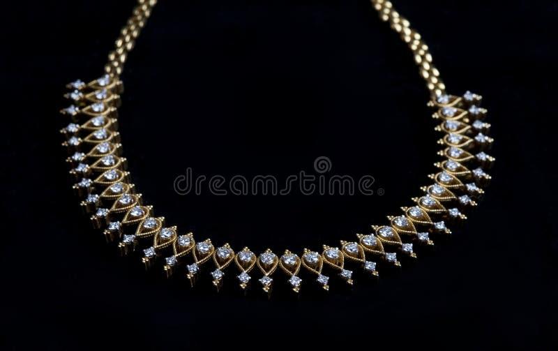 Collar de diamante hermoso en negro fotografía de archivo libre de regalías