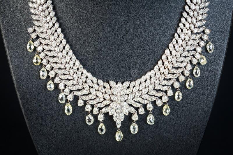 Collar de diamantes fotos de archivo libres de regalías