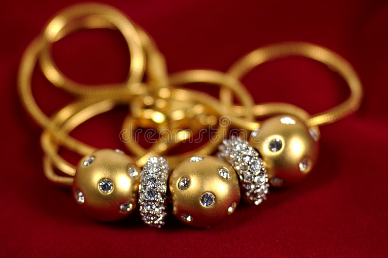 Collar del diamante y del oro imagenes de archivo