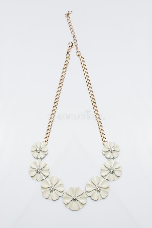 Collar femenino del metal bajo la forma de flores stock de ilustración