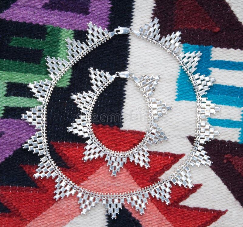 Collar y pulsera de plata étnicos foto de archivo libre de regalías