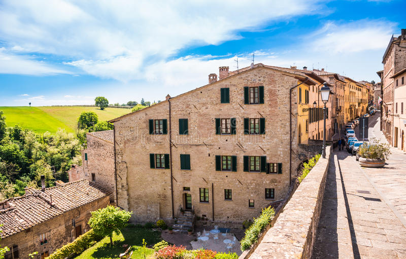 Colle Val d ` Elsa wioski panoramiczny widok, Siena, Tuscany, Włochy obrazy stock