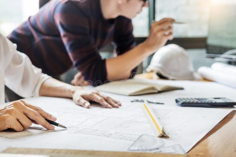 Colleag för lag för strukturell tekniker för yrkesmässig arkitekt märkes- arkivbilder