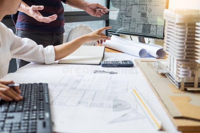 Colleag för lag för strukturell tekniker för yrkesmässig arkitekt märkes- arkivfoto