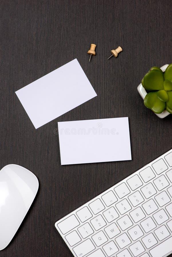 Collectief kantoorbehoeften brandmerkend model met adreskaartjespatie stock fotografie