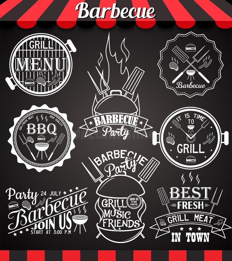 Collection blanche de partie de barbecue d'icônes, de labels, de signes, de symboles et d'éléments de conception sur le tableau n illustration libre de droits