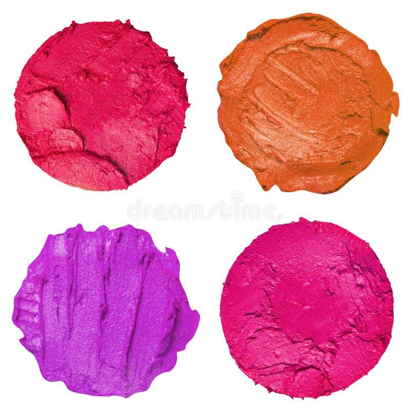 Collection d'échantillons colorés de rouge à lèvres d'isolement sur un fond blanc image stock