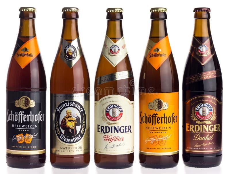 Collection de bières de blé allemand sur le blanc photographie stock libre de droits