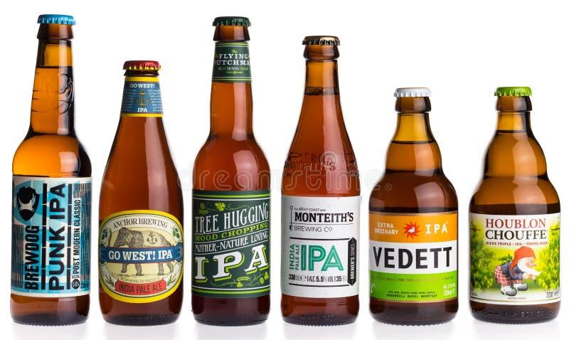 Collection de bières de Pale Ale d'Indien sur le blanc image libre de droits