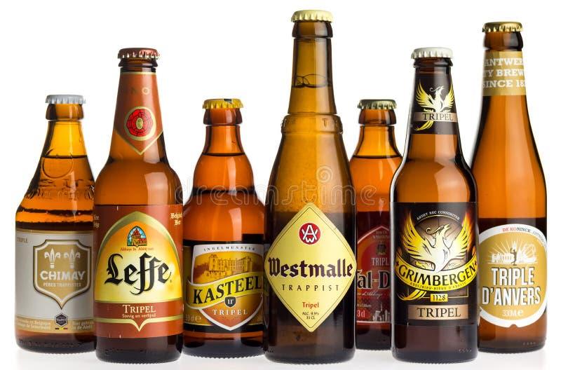 Collection de bières de tripel sur le blanc image libre de droits