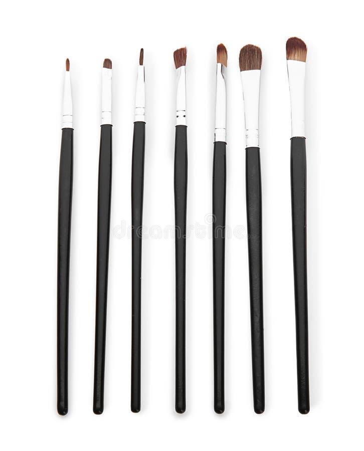 Collection de brosses de maquillage pour appliquer les cosmétiques décoratifs sur le fond blanc photos libres de droits