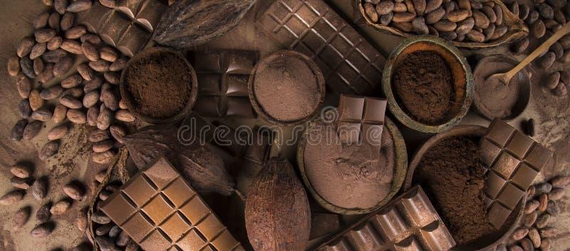 Collection de chocolat de barres, bonbon à sucrerie, nourriture de dessert sur le fond de papier naturel photos stock