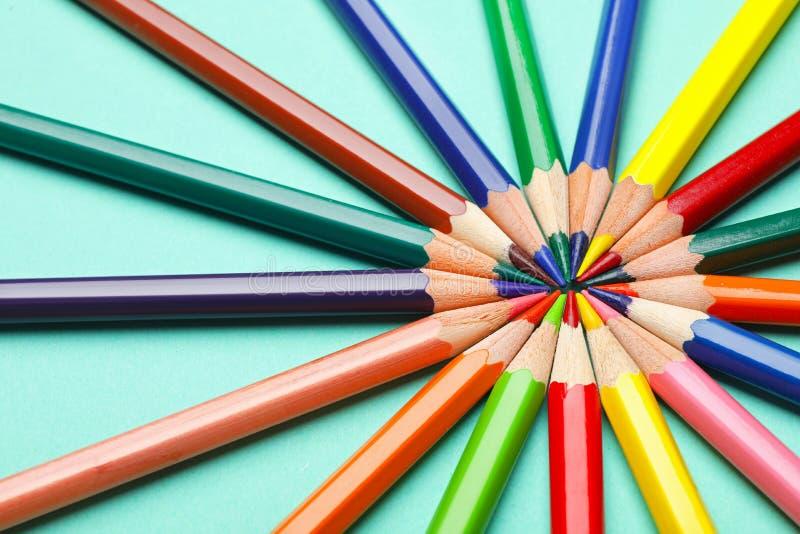 Collection de crayons sur la table images stock