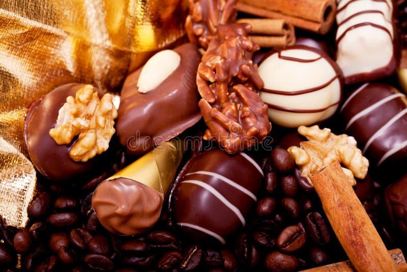 Collection de différentes pralines de chocolat sucré images libres de droits