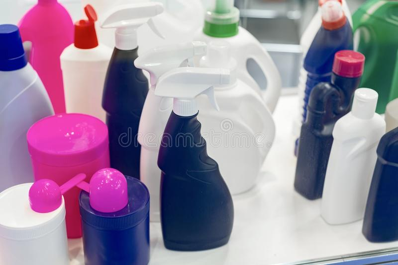 Collection de diverses bouteilles sanitaires d'hygiène photos stock