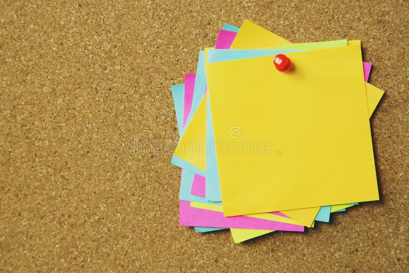 Collection de post-it color? de vari?t? notes collantes de rappel de papier de note photos stock