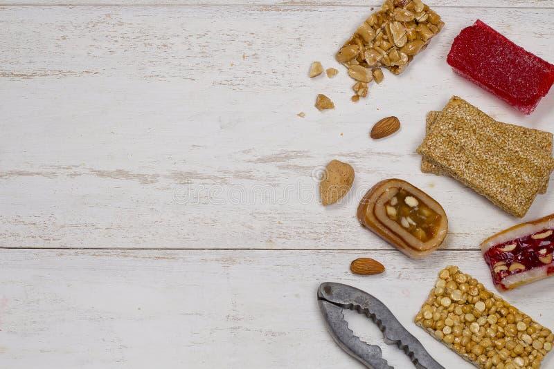Collection de sucreries et de bonbons Mawlid Halawa de haricots photos libres de droits