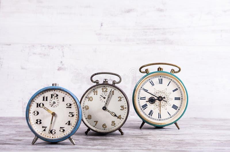 Collection de vieilles horloges rouillées communistes photographie stock