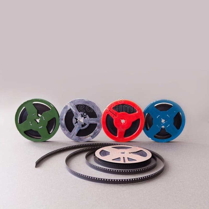 Collection de vintage bobine de film de cinéma de 8 millimètres Accessoires colorés de celluloïde de rétro conception pour le pro images libres de droits