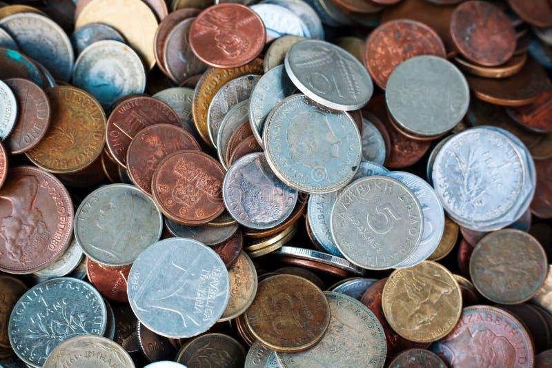 Collection nouvelle et de vintage du monde de pièces de monnaie photographie stock