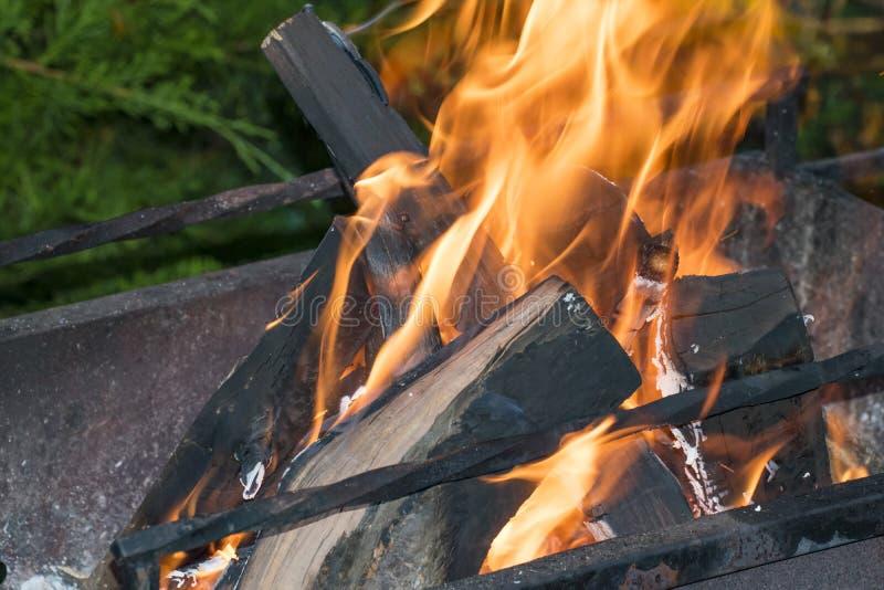 Collega il fuoco sulla griglia immagini stock