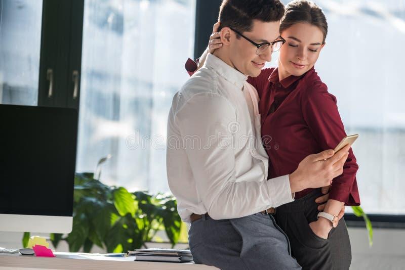 Flirten met mannelijke collega
