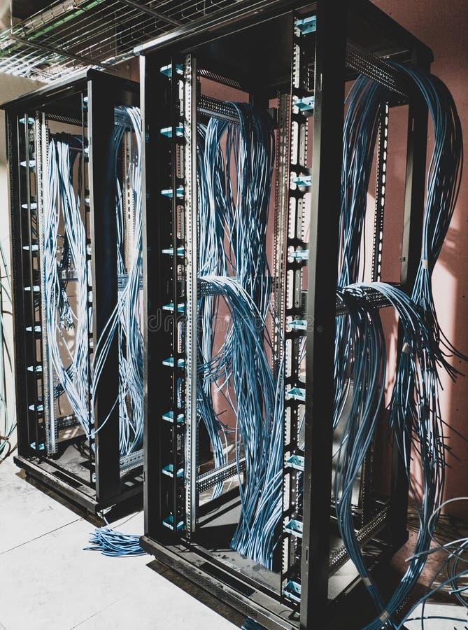 Collegamenti blu per i dati dello scaffale immagini stock