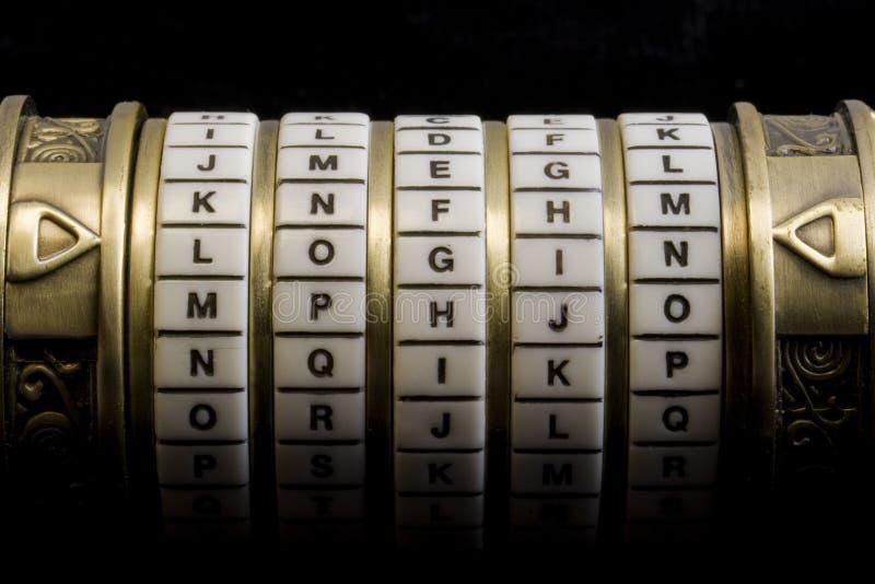 Collegamento come parola d'accesso alla casella di puzzle di combinazione (grido immagini stock