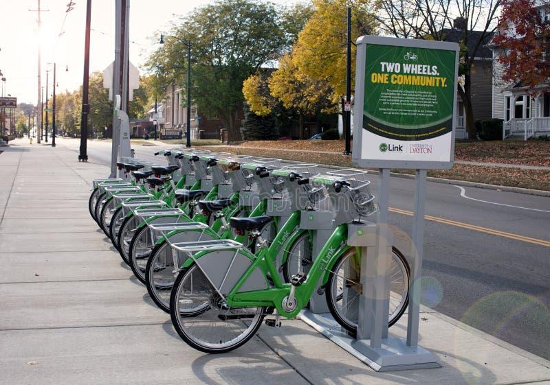 Collegamento Dayton Bike Share da UD alla luce di mattina fotografia stock libera da diritti
