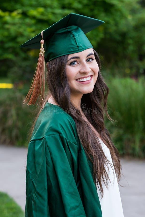 College-Absolvent auf dem Campus in Oregon lizenzfreie stockfotos