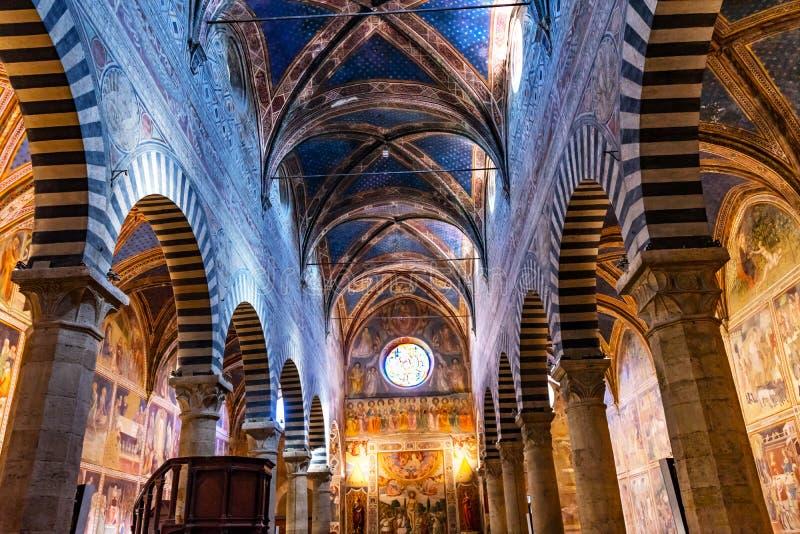 College- kyrka Santa Maria Assunta San Gimignano Tuscany för skepp arkivfoto