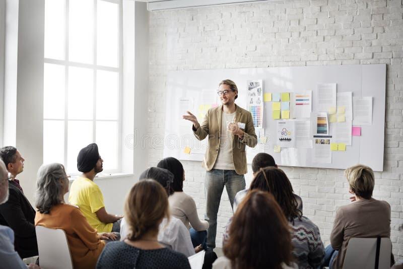 Colleghi dell'impiegato di concetto di conferenza che incontrano Team Concept fotografia stock
