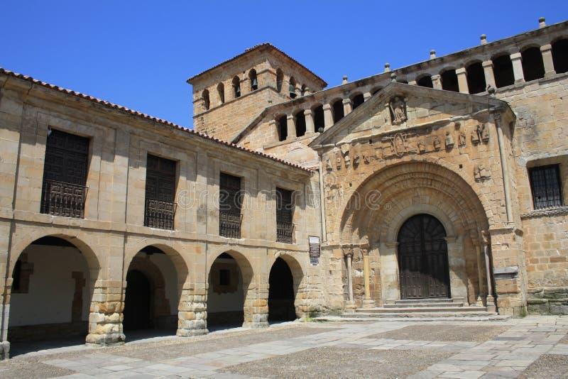 Collegiale santajuliana in Santillana del Mar, Cantabrië stock fotografie