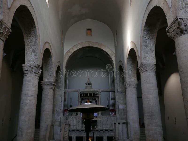 Collegiata Santa Maria Assunta kyrka, Lugnano, Italien arkivfoto