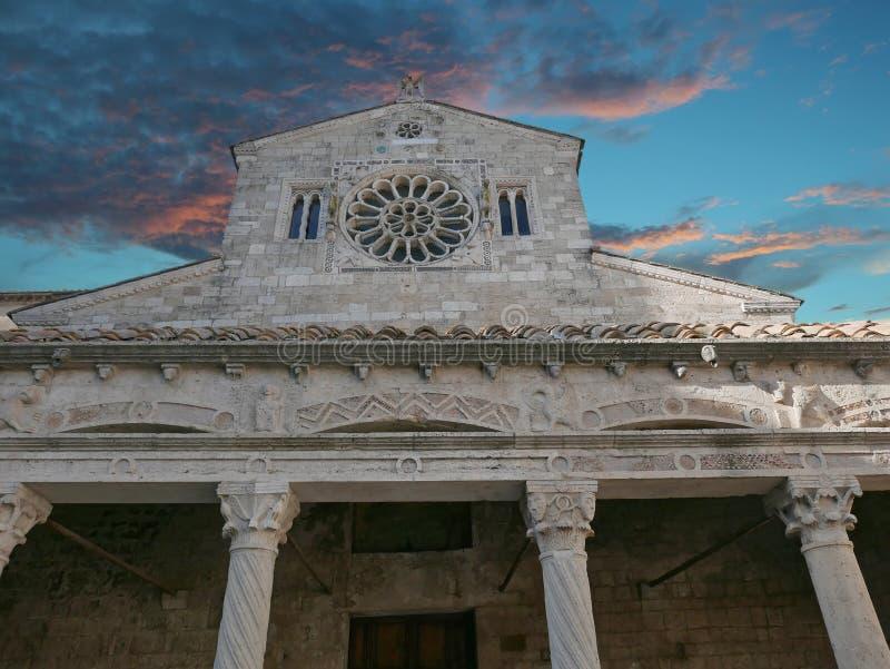 Collegiata Santa Maria Assunta kyrka, Lugnano, Italien arkivbilder