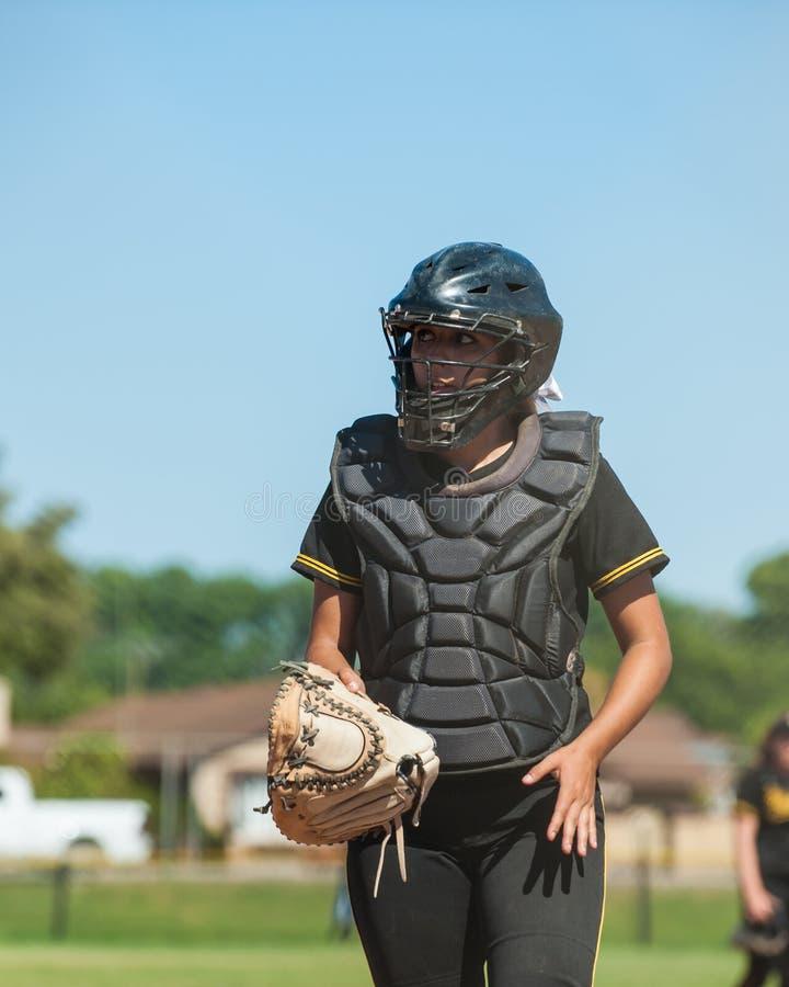 Collettore di softball della High School in ingranaggio pieno fotografie stock libere da diritti