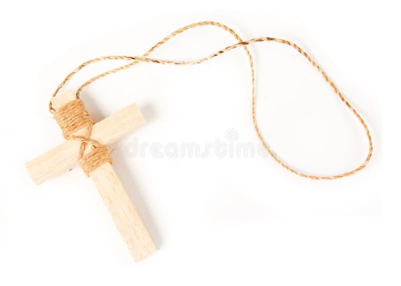 Collier antique en bois de crucifix de regard d'isolement photographie stock