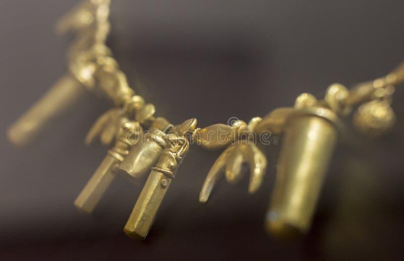 Collier avec la perle de tête de horus de l'amas de Tartessos d'Aliseda, C photos libres de droits
