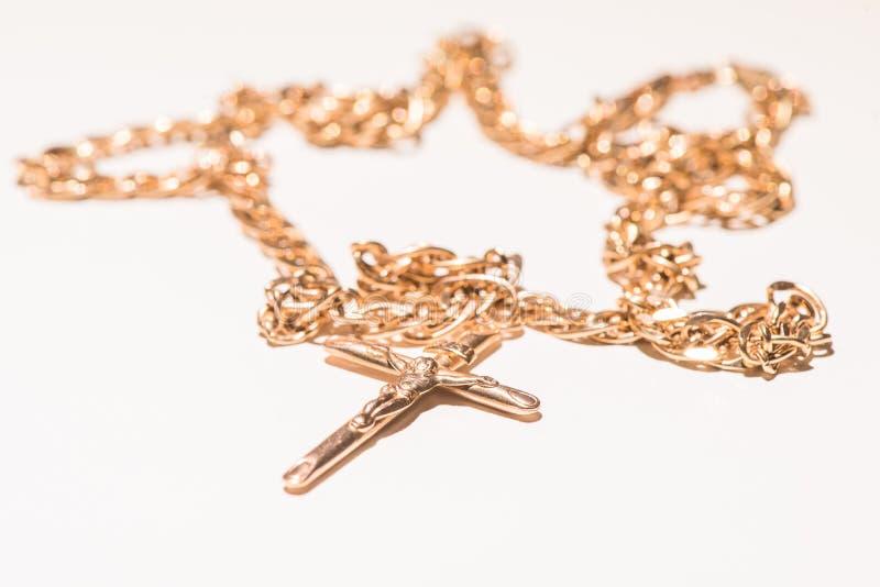 Collier avec le crucifix et le Jésus image stock