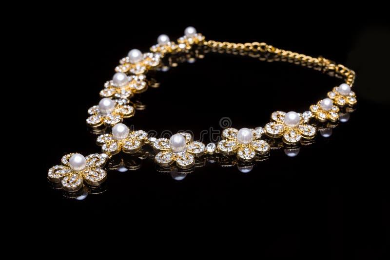 collier d'or photos libres de droits