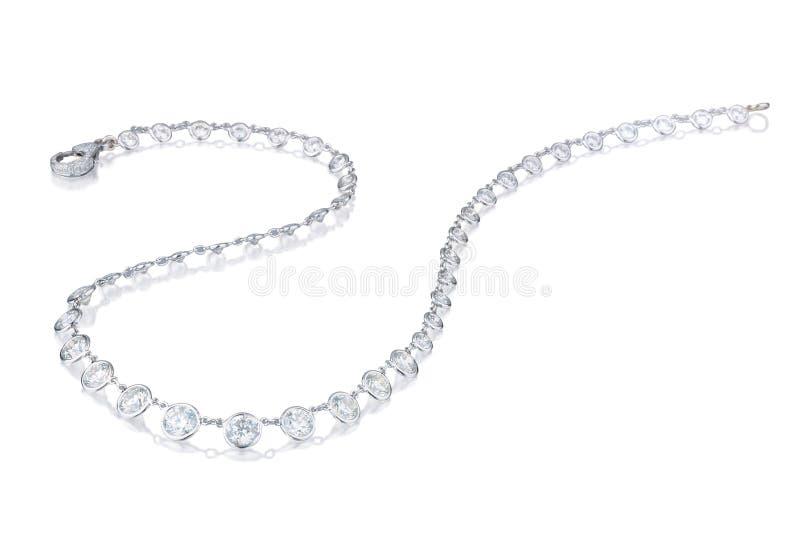 Collier de diamant sur un fond blanc images libres de droits