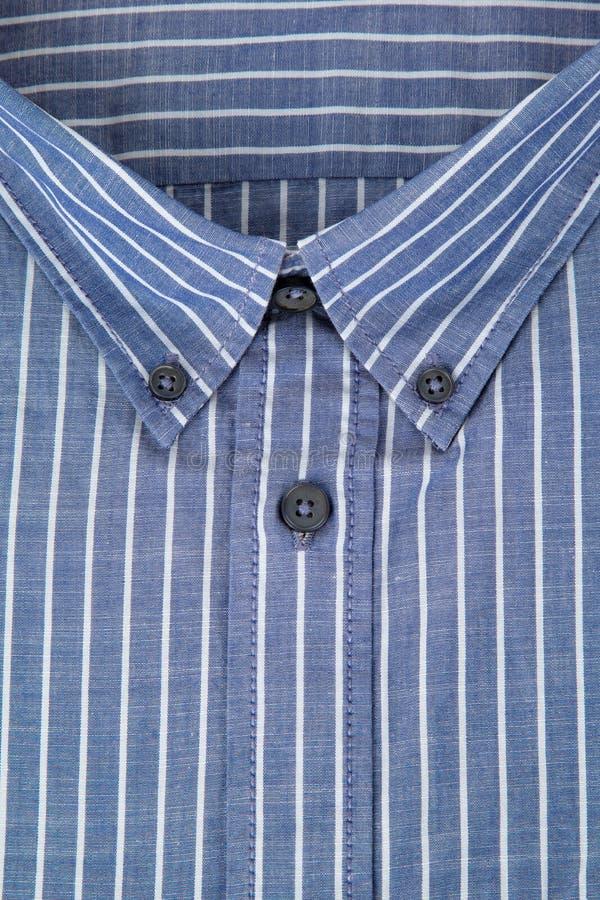 Collier de la chemise des hommes image stock