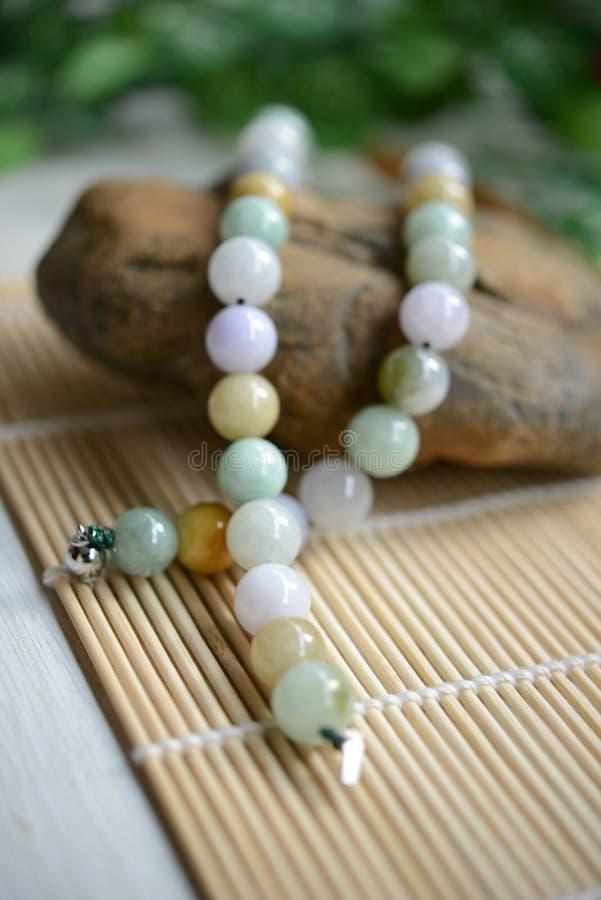 Collier des perles de jade images stock
