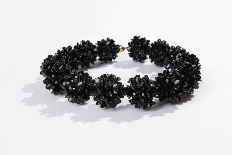 Collier en verre noir photographie stock libre de droits