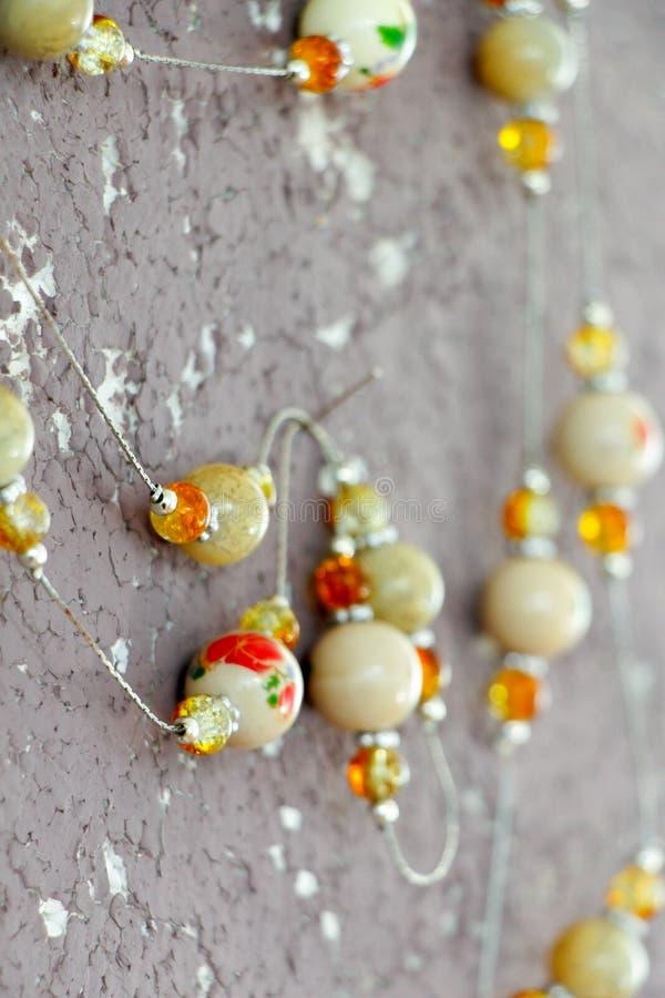 Collier fait main de bijoux d'argile en céramique image stock