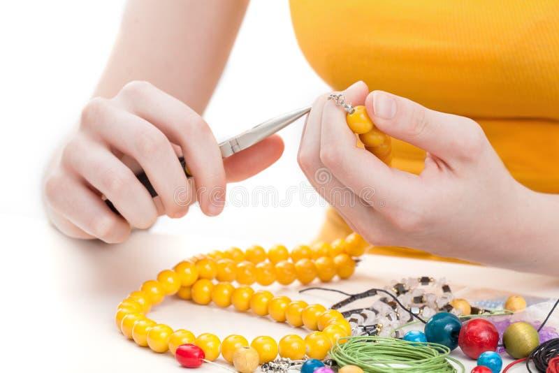 Collier jaune de perle photographie stock libre de droits