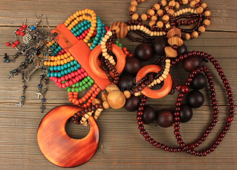 Colliers, bracelets, boucles d'oreille images stock