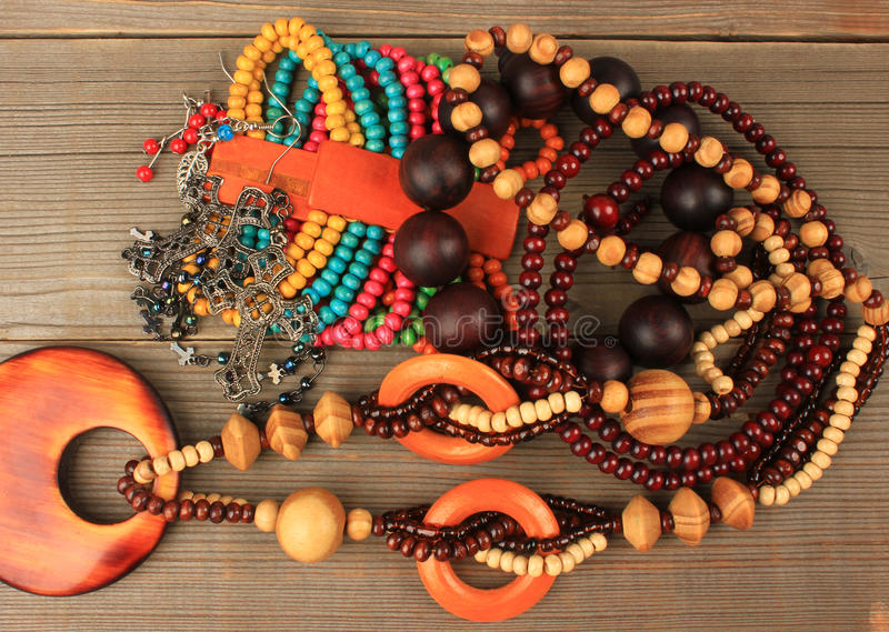 Colliers, bracelets, boucles d'oreille photos libres de droits
