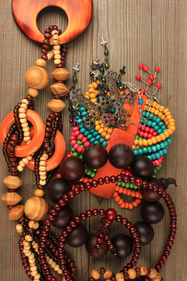 Colliers, bracelets, boucles d'oreille photos stock